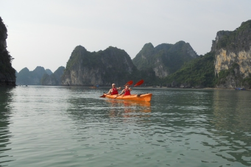 Relax by kayaking in Halong Bay